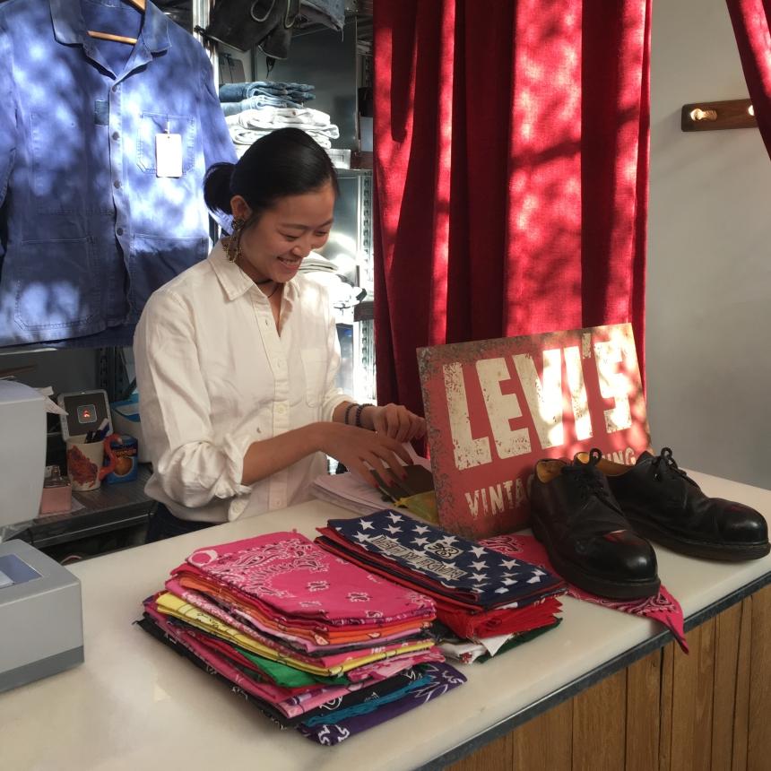 Xin Jing, dueña de la tienda vintage Friperie
